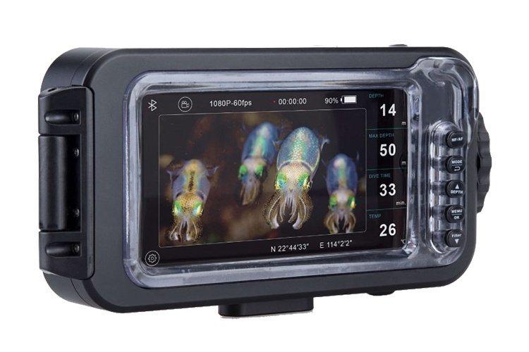 ▲Google建議使用水下拍攝功能時,可以配合安裝使用專用保護殼,以利保護Pixel手機,並且能在水下拍攝時穩穩持握操作