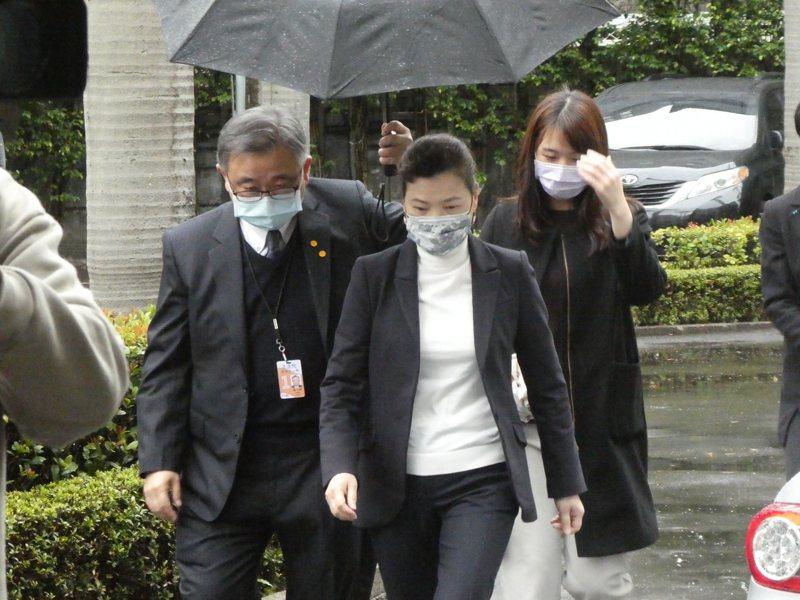 中國大陸以海關截獲檢疫性有害生物為由,3月起暫停台灣鳳梨輸入大陸。民進黨立委主張應向世界貿易組織(WTO)申訴。經濟部長王美花上午受訪表示,對這樣一個貿易障礙,農委會正在交涉、溝通中。記者周志豪/攝影