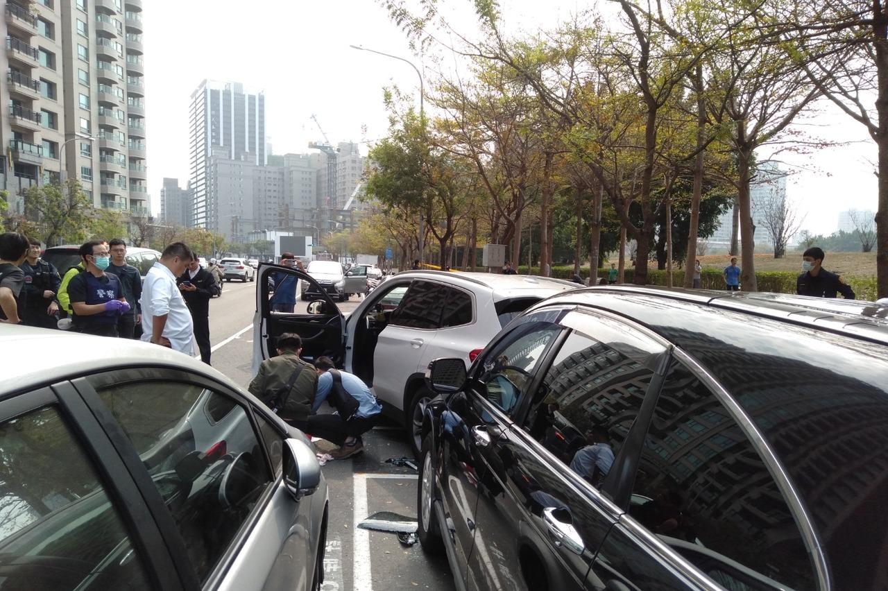 高雄鬧區街頭警匪爆槍戰 對開十多槍 嫌犯中彈送醫命危