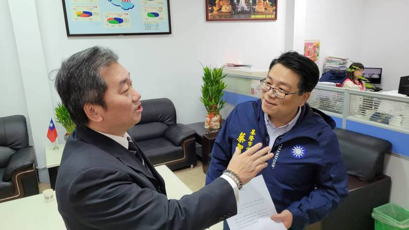 被稱為「基隆韓家軍隊長」的國民黨基隆市黨部前主委黃希賢宣布退黨,批國民黨無可救藥。黃希賢擬選市長。記者游明煌/攝影