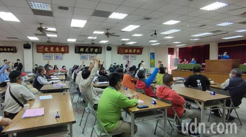 台南市後壁區農會上午舉行會員代表大會選出理、監事,非當權派陣營獲勝,農會恐變天。記者謝進盛/攝影