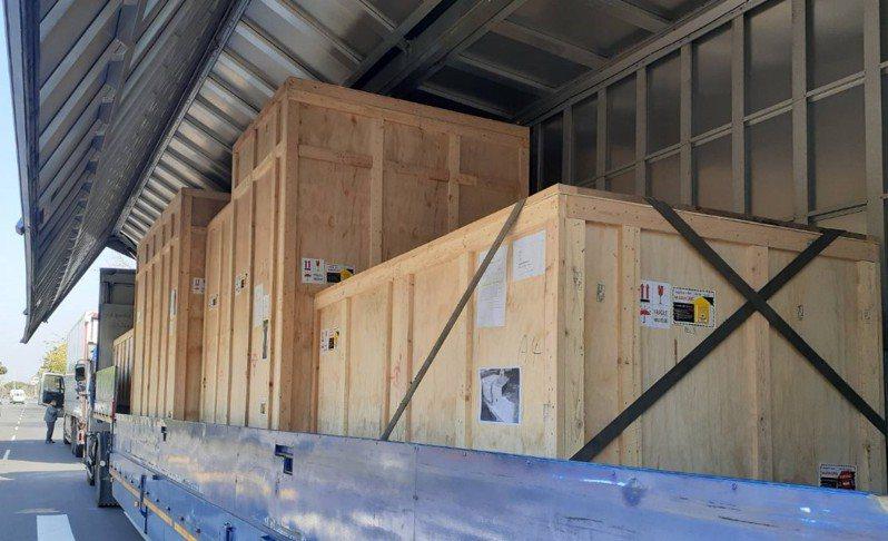 設備提領時所安排歐翼氣墊車運送至桃園機場。圖/業者提供
