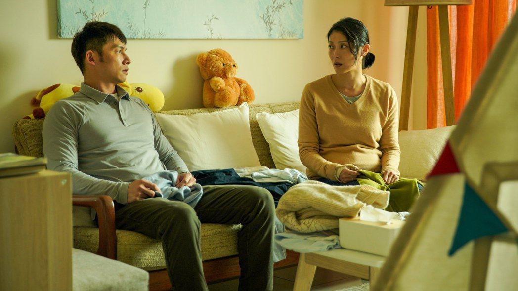 溫昇豪(左)與飾演妻子的柯奐如爭吵。圖/公視提供