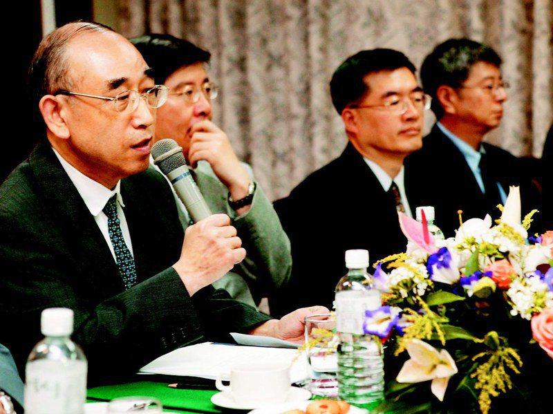 美國大西洋理事會曾在2004到2008年主辦12次美中台三邊兩岸對話,第一次台灣代表團由前駐美代表程建人、國安會前副秘書長林碧炤(左二)帶隊,歐亞基金會董事長張京育(左一)、CAPS秘書長楊念祖(左四)等人與會。圖/聯合報系資料照片