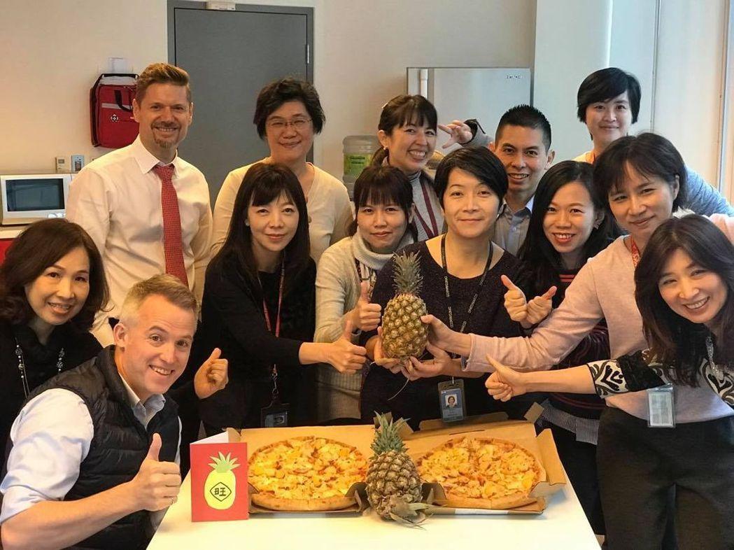 加拿大駐台北貿易辦事處表示,辦事處喜歡披薩上的鳳梨,特別是台灣的鳳梨。圖/取自加...