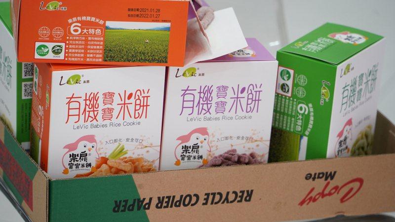 樂扉食品遭爆出使用工業氮氣填充寶寶用米餅,專家指出,若業者在食品內填充其它氣體恐有傷害人體之虞。圖/新北市衛生局提供