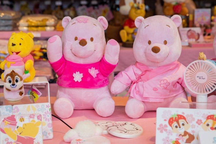 粉萌季限定小熊維尼娃娃(共五款),每隻售價699元。圖/邁思娛樂提供