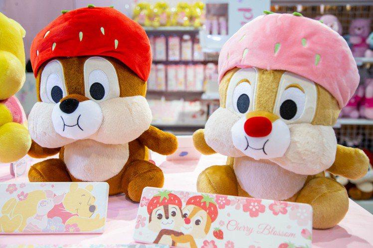 粉萌季限定草莓造型奇奇蒂蒂娃娃,每隻售價699元。圖/邁思娛樂提供