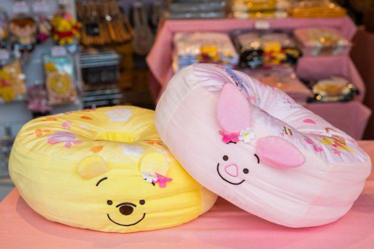 粉萌季限定維尼小豬三用坐墊,售價599元。圖/邁思娛樂提供