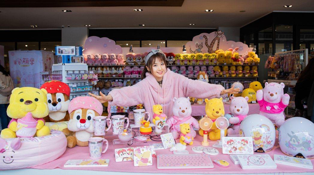 迪士尼粉萌季期間限定店,推出許多粉萌新品。圖/邁思娛樂提供