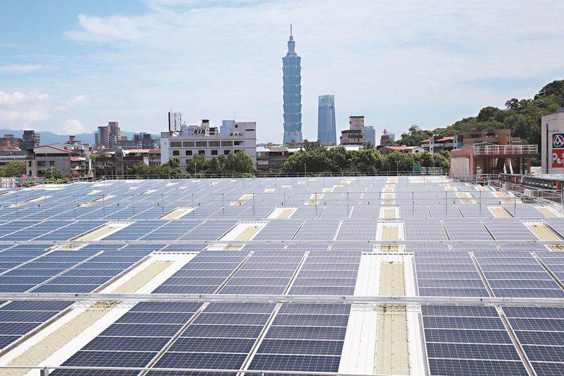 用電大戶條款上路及台積電承諾優先採購台灣綠電,延宕的大型地面型和屋頂型太陽能電廠開發案今年都動起來,牽動國內太陽能模組版塊洗牌。圖/聯合報系資料照片