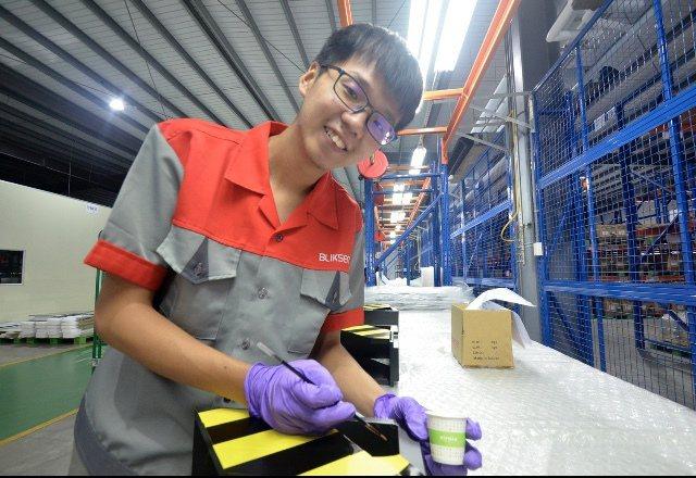 黃郁德參與雙軌訓練計畫,他畢業不失業,還獲企業加薪留用。記者周宗禎/翻攝