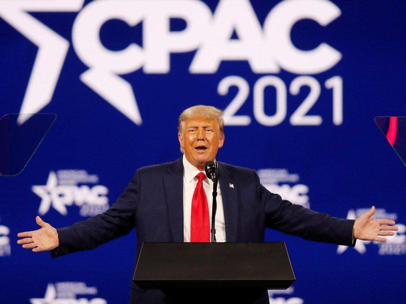 美國前總統川普近日出席「保守派政治行動會議」發表演說,再度攻擊支持彈劾他的共和黨議員。路透