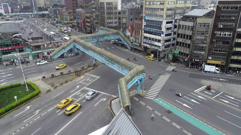 基隆火車站前天橋改20日連續48小時拆除,市中心大改道。圖/基隆市政府提供