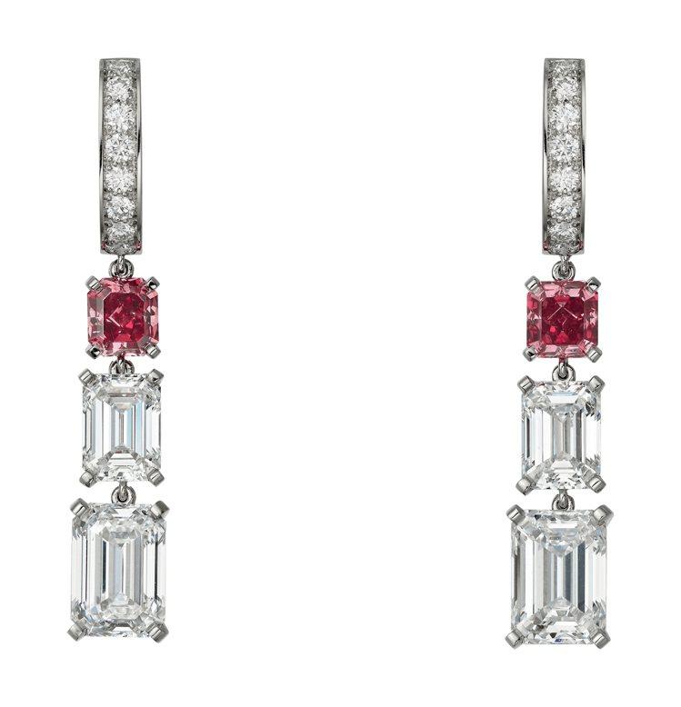 凡妮莎寇比配戴的卡地亞頂級珠寶系列紅鑽耳環,鉑金鑲嵌紅色鑽石與鑽石。圖/卡地亞提...