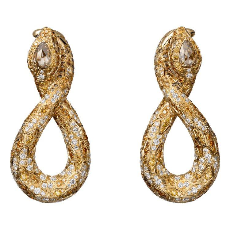 莉莉柯林斯配戴卡地亞的頂級珠寶Serpendor耳環,黃K金鑲嵌褐鑽、橙色鑽石、...