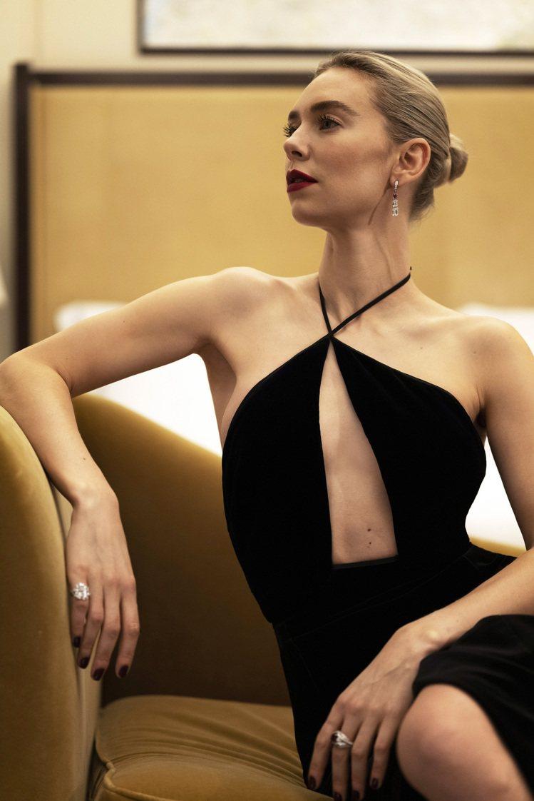 入圍劇情類最佳女主角的凡妮莎寇比配戴卡地亞珠寶出席金球獎線上紅毯。圖/卡地亞提供