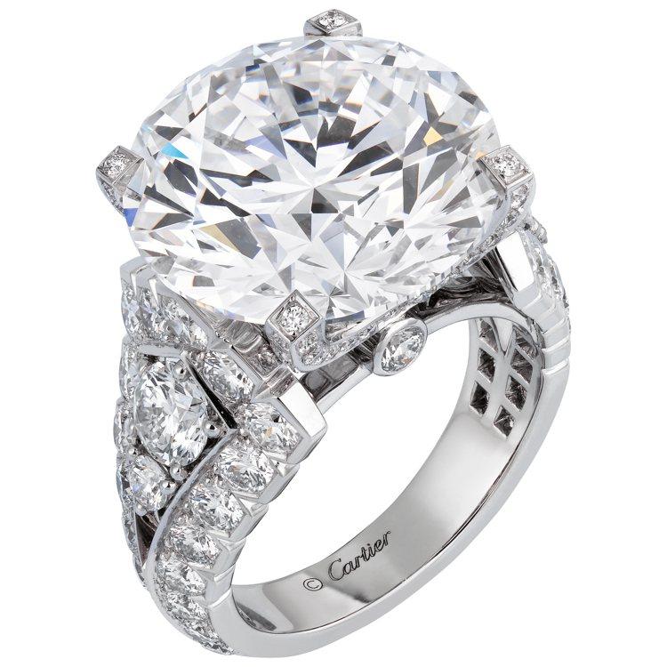 凱莉穆里根配戴的卡地亞頂級珠寶系列鑽石戒指,鉑金鑲嵌鑽石。圖/卡地亞提供