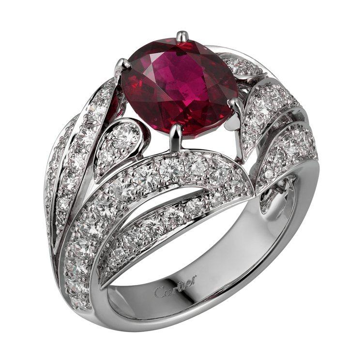 凡妮莎寇比配戴的卡地亞頂級珠寶系列紅寶石戒指,鉑金鑲嵌紅寶石與鑽石。圖/卡地亞提...
