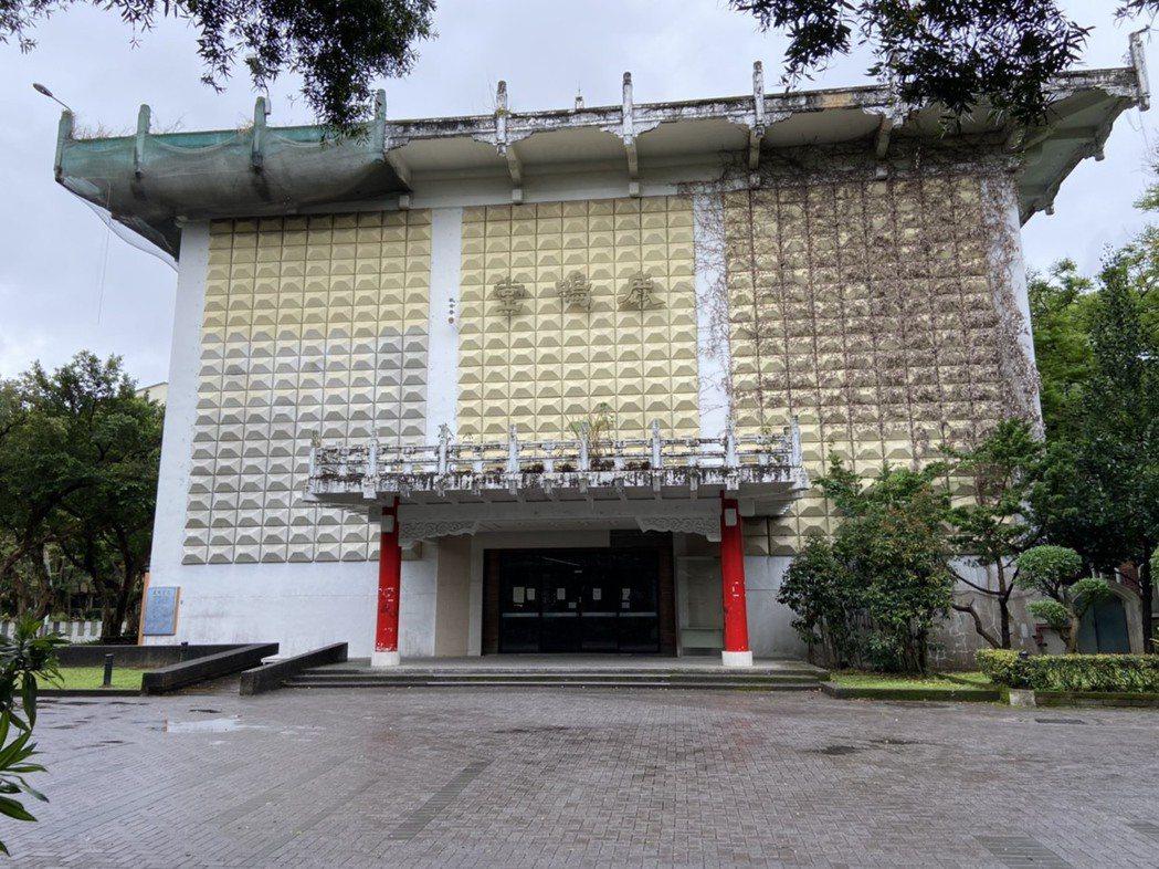 歷史建築台灣大學鹿鳴堂,前名僑光堂,歷經拆除風波,最終成為歷史建築獲得保留。記者...