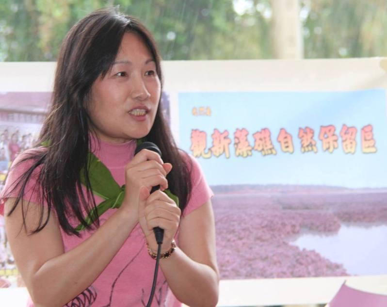 在藻礁運動中同樣也是靈魂人物之一的農委會特生中心副研究員劉靜榆,幾乎每一場關於藻礁的說明會、研討會或公聽會,一定看得到她發言。圖/取自劉靜榆臉書