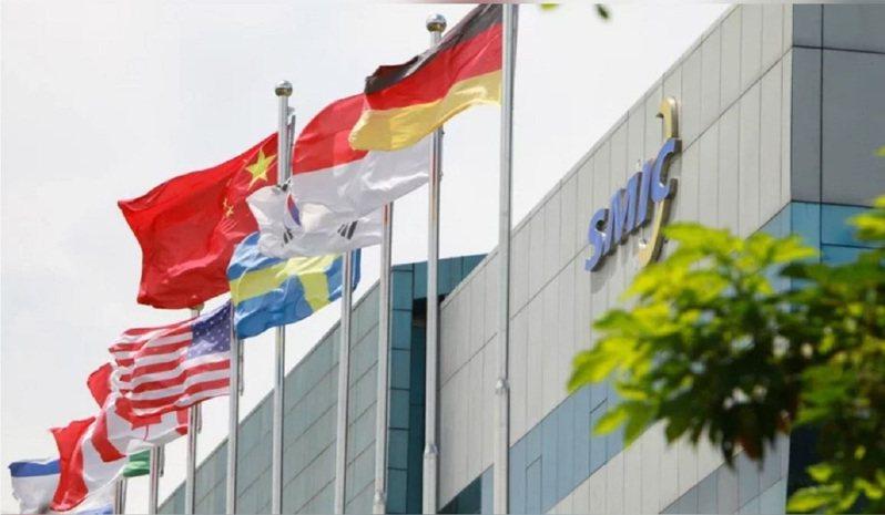 中芯國際2日在上證e互動上回覆表示,公司會盡最大努力,持續攜手全球產業鏈夥伴,保證公司生產連續性及擴產規劃不受影響。。中芯國際官網