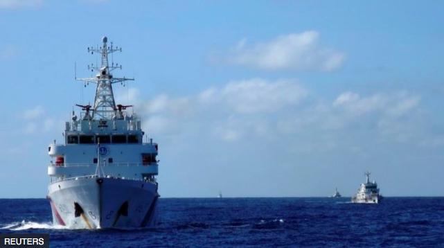 大陸《海警法》規定,中國海警機構有權使用武器。中國海警船連續多日駛入與日本存在主權爭議的釣魚台島海域附近,使東海形勢逐漸緊張。(路透社照片)