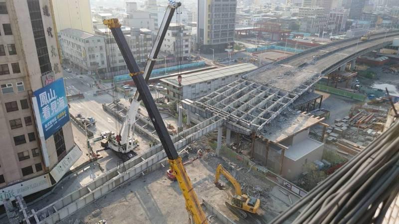 高雄中博高架橋拆除工程進度,昨天已達40.1%。圖/高雄市交通局提供