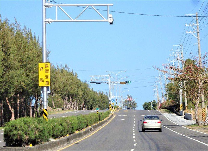 有眼尖駕駛發現,省道台26線車城鄉小尖山路段將實施區間測速。記者潘欣中/攝影