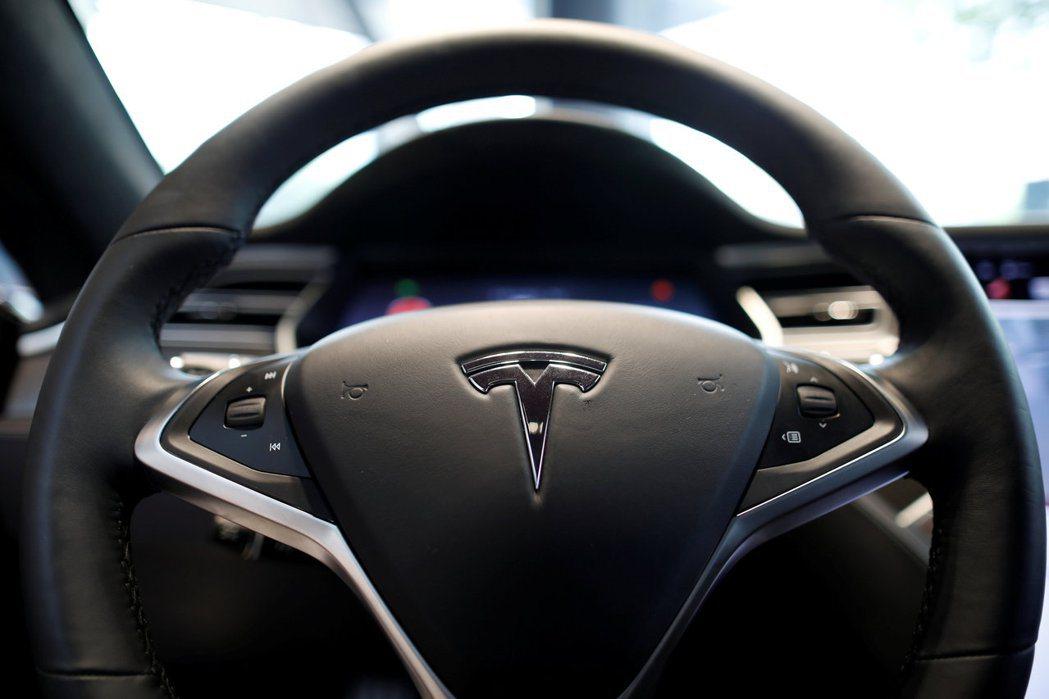 印度交通部長表示,若特斯拉承諾在印度生產電動車,當局擬提供低於中國大陸的生產成本...