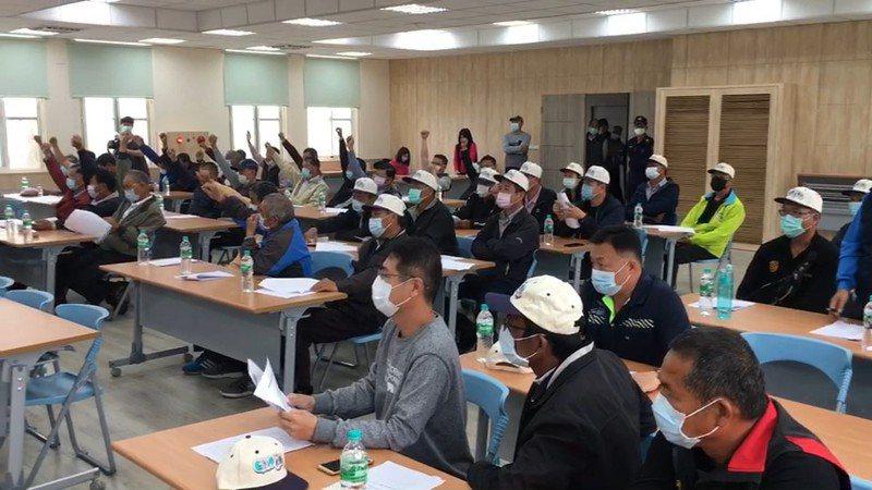 虎尾農會會員代表大會表決通過3個議案,表決過程壁壘分明。記者蔡維斌/攝影