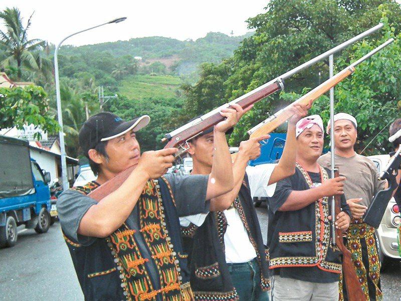 原住民使用獵槍爭議不斷,司法院大法官將於3月9日針對原住民獵人王光祿等釋憲案召開言詞辯論庭。圖/聯合報系資料照片