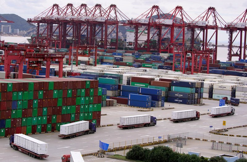 美国拜登政府一日在贸易报告中说,将动用所有手段对付中国大陆不公平贸易行为。图为上海洋山深水港货柜码头。(路透)(photo:UDN)