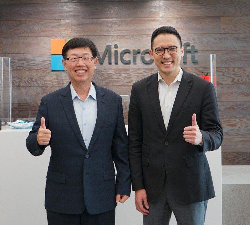 台灣微軟昨(2)日宣布與鴻海集團開啟三大合作,鴻海集團董事長劉揚偉(左)、台灣微軟總經理孫基康(右)。 圖/台灣微軟提供