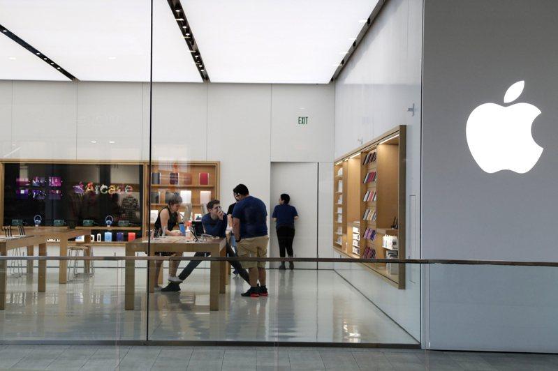 蘋果公司的美國門市在疫情爆發後首度全部開放營業。美聯社