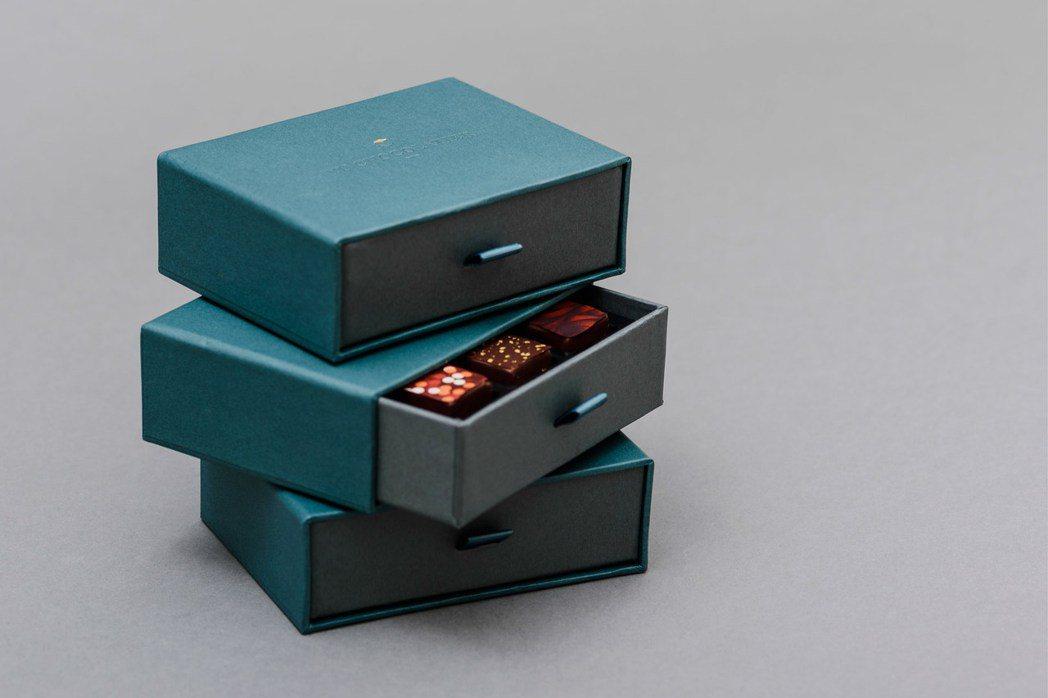 畬室Yu Chocolatier,品牌視覺運用YU交疊而來的金色菱形,除了代表品...