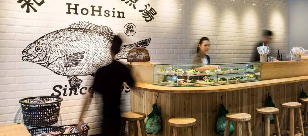 和興號鮮魚湯,視覺概念來自台灣水產養殖飼料慣用包裝,創新的同時保留本土的特色。 ...