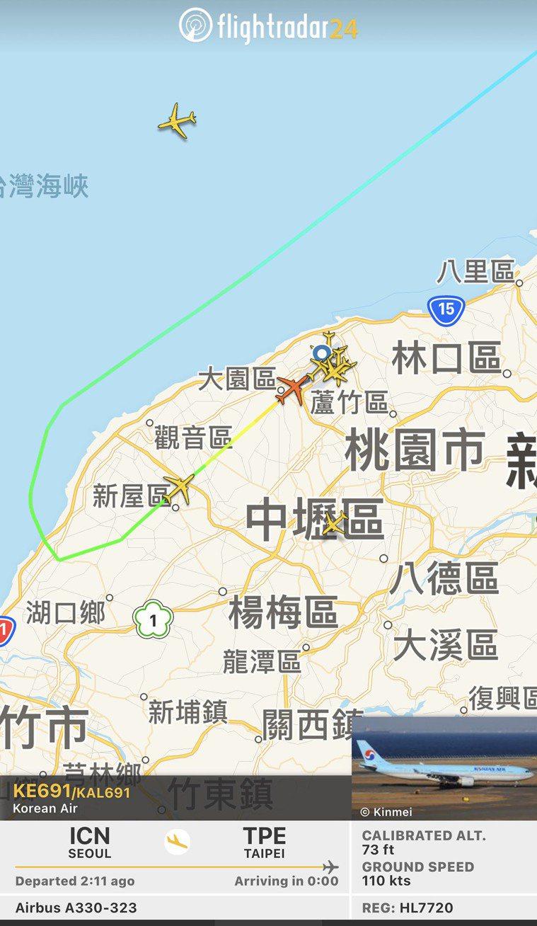 我國首批20萬劑牛津(AZ)疫苗,上午10時25分搭乘大韓航空KE-691班機運...