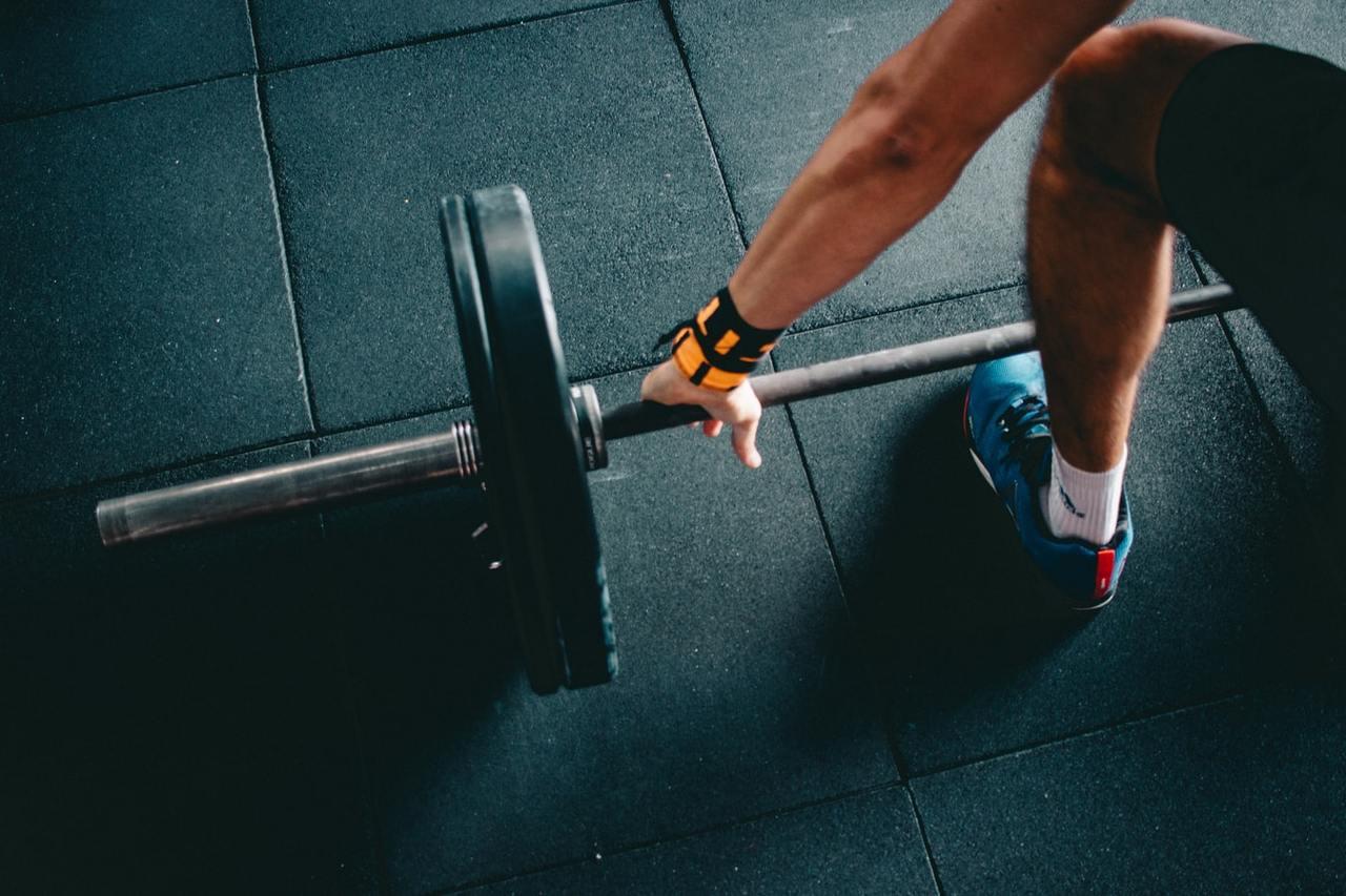 重訓每個人的重量承擔力不同,先找專業教練評估,循序漸進。 圖/unsplash