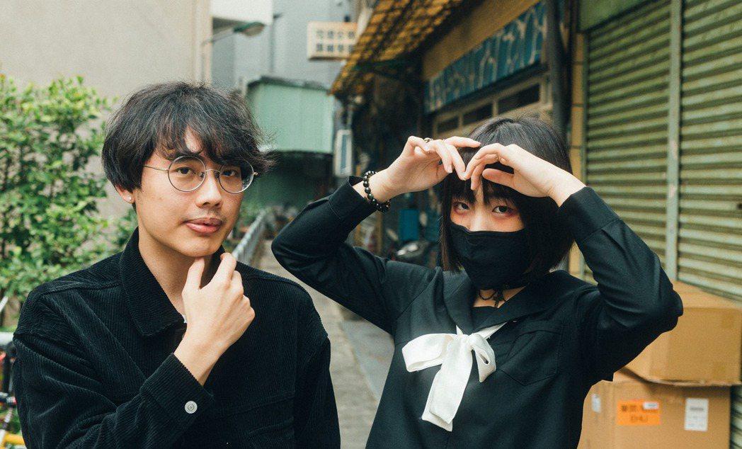 珂拉琪(Collage)是由主唱夏子、樂手王家權為核心的雙人組。 圖/鄭弘敬攝影