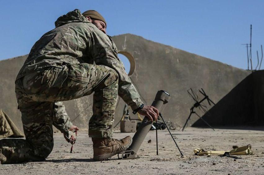 繞行式械彈系統就是結合了無人機與巡弋飛彈的新型武器,可以在衝突爆發前或開始執行作戰任務時就先發射。圖為Switchblade 300。 圖/取自AeroVironment