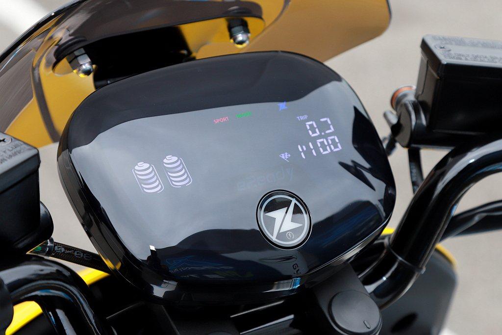 台鈴eReady Run全彩LED儀表板無論白天夜晚都能清楚顯示各項行車資訊,另...