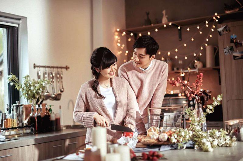 福原愛(左)與江宏傑驚傳婚變。圖/華研國際提供