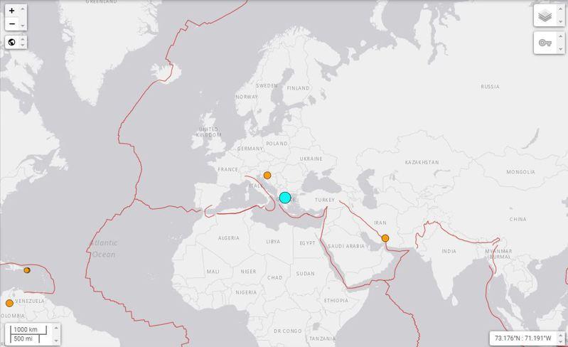 希臘3日接近中午時分發生規模6.9的地震,震度最強的Larissa,當地居民紛紛逃出屋外,首都雅典也能感受到震動。圖/取自美國地質調查局
