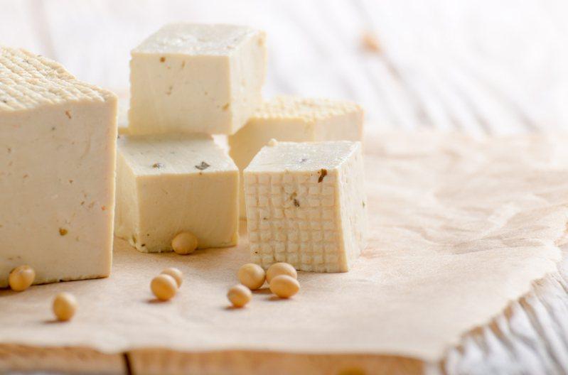 原料黃豆進口價格上漲,連帶的也影響到豆腐的售價。示意圖/ingimage
