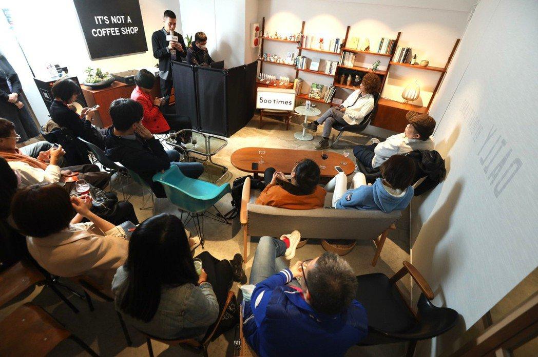 第六場「500談」現場讀者加線上3,000名聽眾一起開房交流。 圖/吳致碩攝影