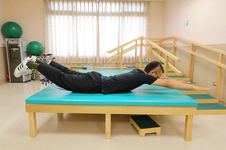 有助我我矯正脊椎側彎。圖/亞洲大學附屬醫院提供