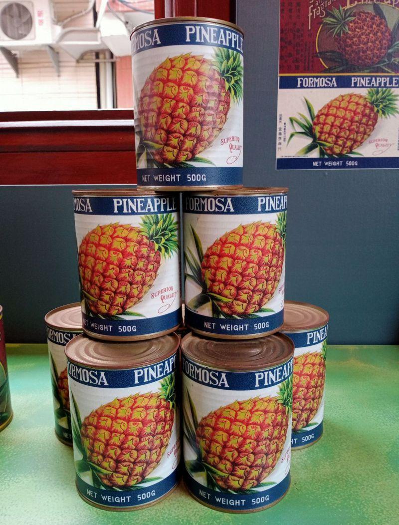 台灣在1970年代曾是世界罐頭鳳梨工廠,曾創下一年外銷鳳梨罐頭達401萬箱的紀錄。圖為泰芳商會出品的鳳梨罐頭復刻版,圖/台灣鳳梨工場提供