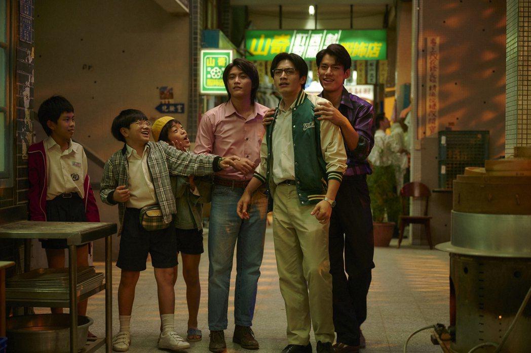 「天橋上的魔術師」還原中華商場風貌受矚目。圖/公視提供