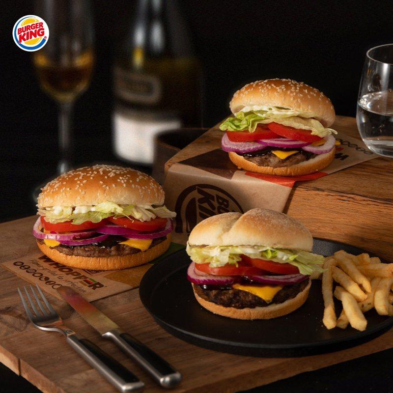 漢堡王新推出牛排醬燒安格斯牛堡、牛排醬燒華堡、牛排醬燒小華堡等3款新品。圖/漢堡王提供